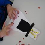 Τα παιδιά φτιάχνουν φορεσιές για την Διαμάντω