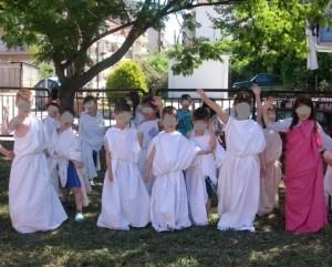 Τα παιδιά ντύθηκαν όπως ο Αναξίμανδρος και έπαιξαν παρόμοια παιχνίδια μ' αυτόν