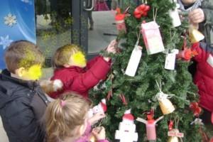 Στολίζουμε ένα εναλλακτικό Χριστουγεννιάτικο δέντρο