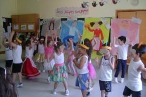 Από την παρουσίαση του προγράμματος στους γονείς (Ινδιάνικος τελετουργικός χορός)