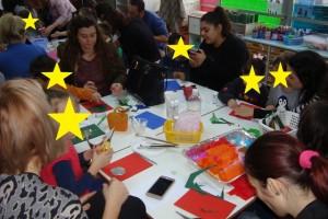Εργαστήρι κατασκευής Χριστουγεννιάτικης κάρτας από γονείς και μαθητές του γ΄πρωινού τμήματος.